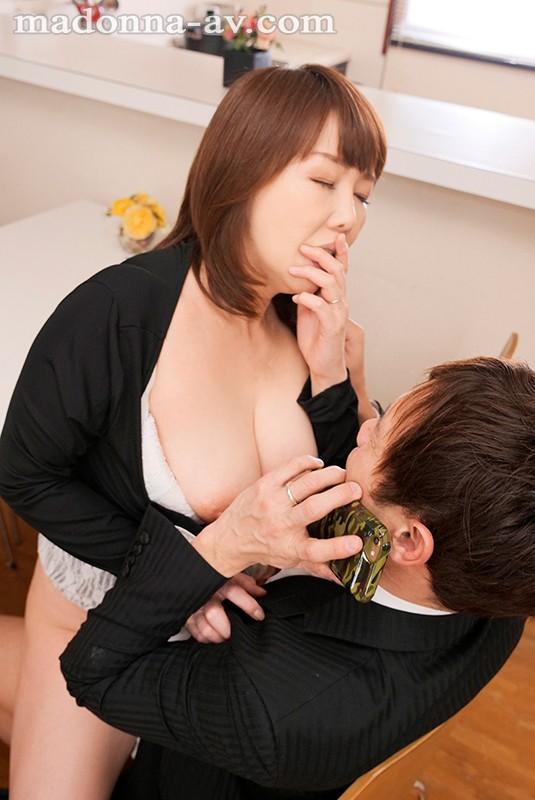 「一回だけだからね…」嫁の留守中、義母さんとこっそりヤリまくった3泊4日 真田紗也子