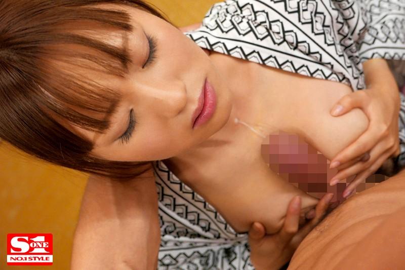 美乳で爆乳の女の子美少女の、フェラパイズリ無料エロ動画!【女の子、美少女、アイドル動画】