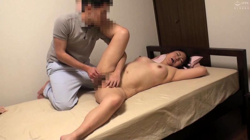 普通の奥さんが旦那の知り合いのマッサージ師に猥褻施術されセックスに至る緊迫ドキュメント!4時間2