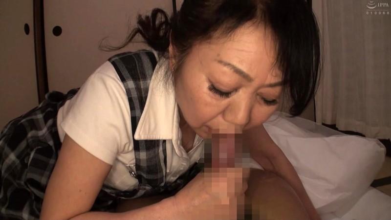 いい歳こいて独身の息子が母に性処理フェラを頼んだら…4時間