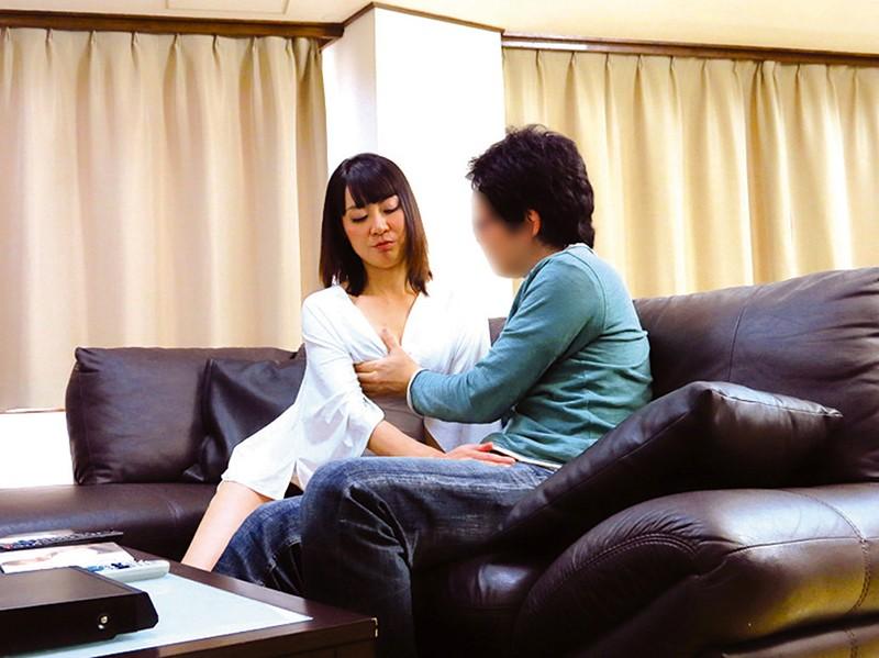 母と息子がAV鑑賞してたら…母のほうが辛抱できなくなって…4時間