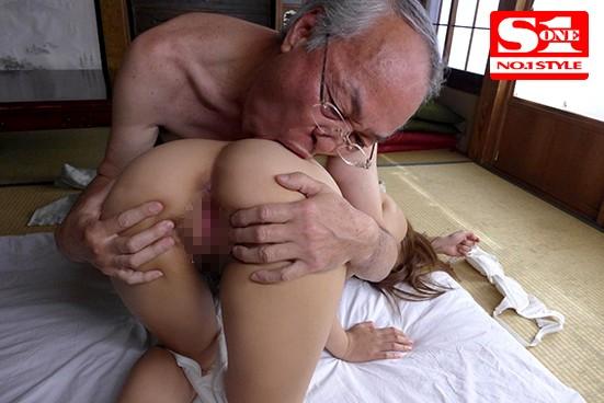 молодая целуется со стариком обновления