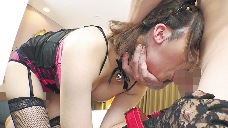 男のアナルを舐めほじり、上下のお口をチ●ポで滅多突きされてケダモノのように昇天しちゃう美巨乳奴●妻!