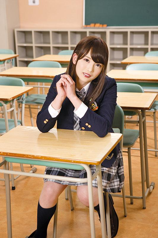 学校で乱交していたのがバレて退学に 女装を隠して女子校へ転校。 早川みさき
