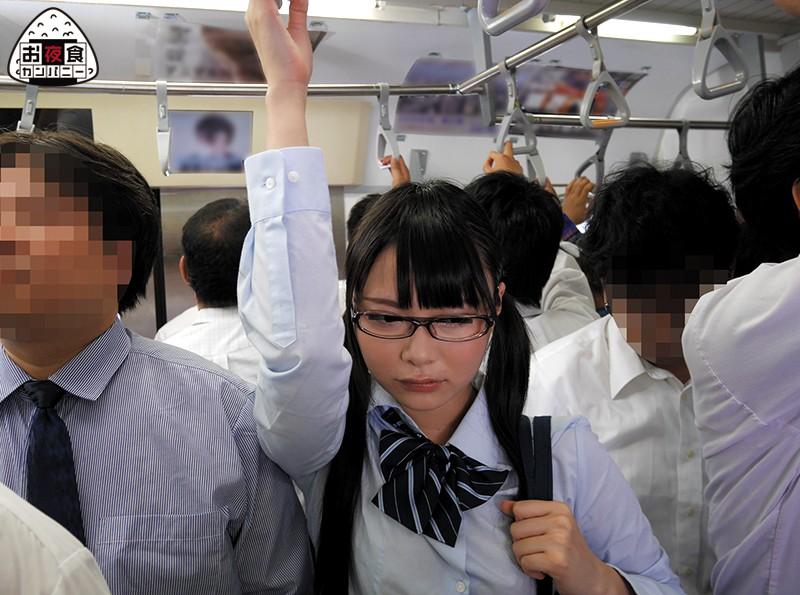 痴漢発情娘 満員電車で1日に何度も何度も痴漢されても何もできない何も言えない気弱な女子校生は、ただただ時間が過ぎるのをじっと待っていたら、あんなに嫌だった痴漢だったのにアソコが濡れる程に感じてしまい… 画像10
