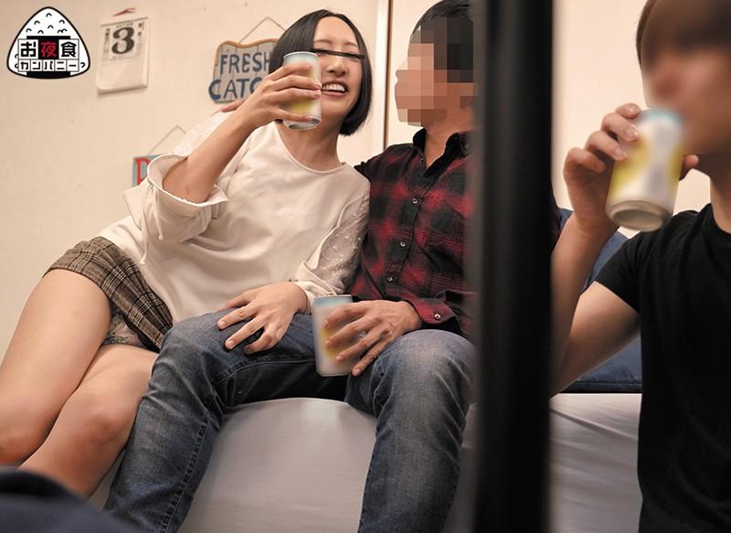 親友が彼女を連れてボクの一人暮らしの家に飲みにやってきた。用事があるからと彼女をおいて先に帰った彼氏。ひとりボクの部屋に残され落ち込む…2