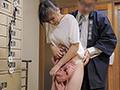 超地味系美女の仲居は番頭からの繰り返される連日の執拗な乳首責めセクハラに、いつしか自分からセクハラされることを期待して乳首がうずいてしまう…