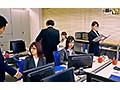 【VR】 一見普通のオフィスですが、実はここにいる女性はそれ...sample2