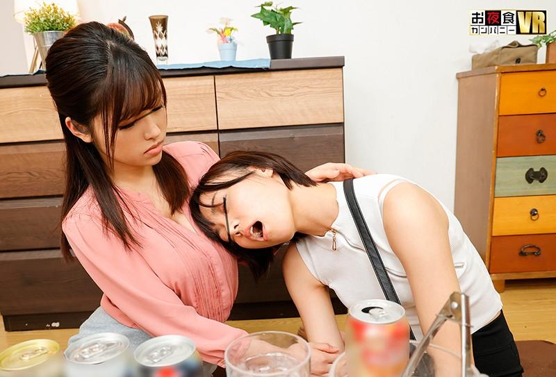 【VR】 目が覚めたら頭上で彼女とその女友達が濃厚レズプレイの真っ最中!?そういえば、彼女の部屋で一緒にご飯を食べていたら、男にフラれた彼女の友達が泥●状態で現れて…ちょっと待て!なんでボクはフルチンなんだ!?戸惑うボクに彼女と女友達が「ねぇ、どっちが…2