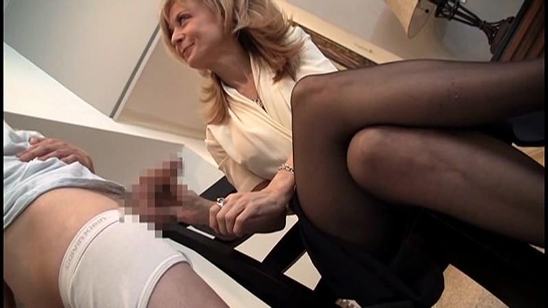ニナ(53)『本当にこんなおばさんでいいの?』 奇跡の美貌!土下座してお願いするレベルの金髪美熟女現る! ニナ ハートリー 1枚目