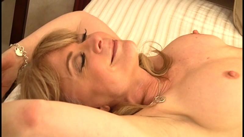 ニナ(53)『本当にこんなおばさんでいいの?』 奇跡の美貌!土下座してお願いするレベルの金髪美熟女現る! ニナ ハートリー 15枚目