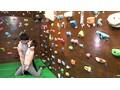 マンスジを喰い込ませながら壁を登るボルダリング女子はマ●コ...sample4