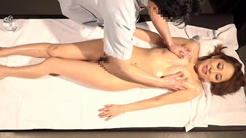 【熟女】巨乳の熟女人妻の、オイルマッサージ寝取られプレイエロ動画!!【エロ動画】