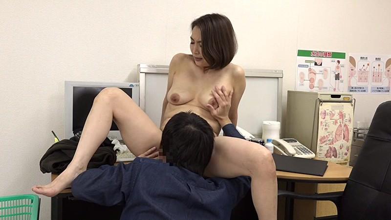 美人の先生がいる皮膚科に行って腫れたチンコを診てもらう流れでヌイてもらいたい(6) 画像15