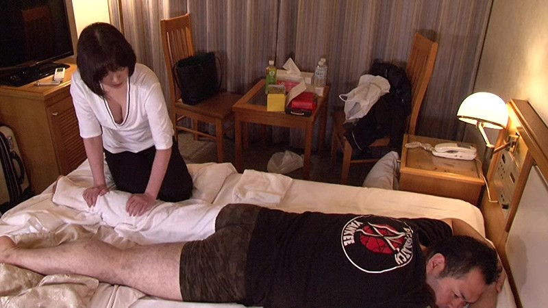 ビジネスホテルの女性マッサージ師はヤラせてくれるのか?in新横浜 Vol.2~実は淫乱なGカップ爆乳美女・水城さん34歳 の画像18