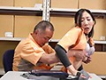 五十路パート主婦・竹内さん(56歳・時給920円)が時給UPを狙って店長に怒涛の色仕掛け!