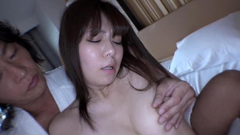胸元が大きく開いたシャツの女がブラチラっていうか乳首チラしてたら絶対ナンパOKだし中●しできるに違いない 7枚目