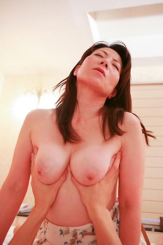 五十路・六十路熟女10人のねっとり性交(3)〜いやらしすぎる腰使いがたまんねぇ〜!