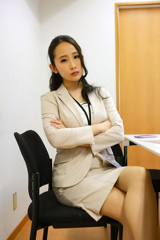 会社の女上司がデリヘルで働いていたので弱みにつけこみ本●(4)〜WEB制作のチーフプロデューサー29歳