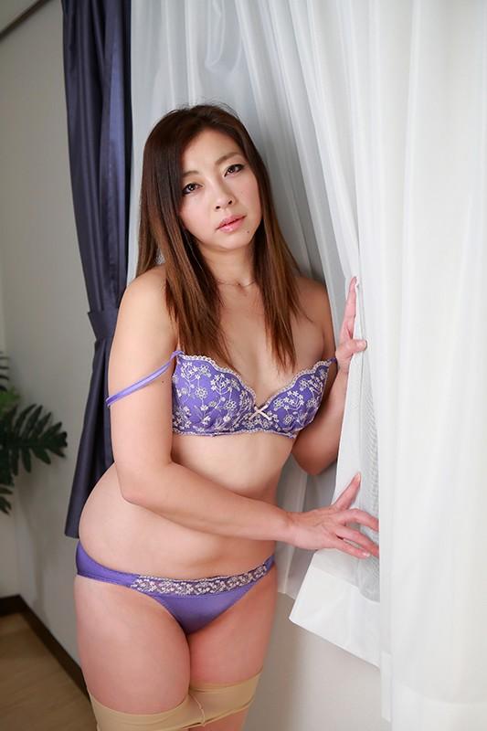 日本の人妻12人〜夫以外のチンポでイキまくる妻たち 15枚目