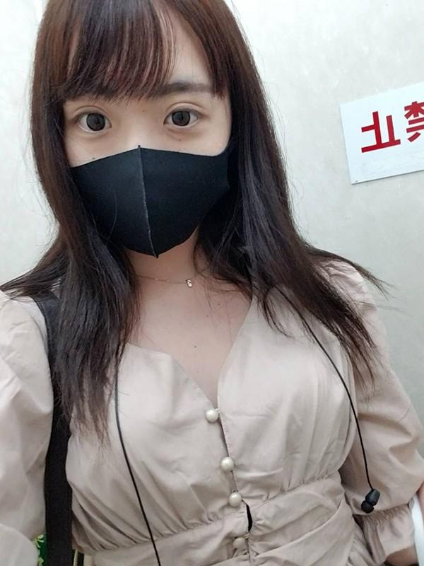 マスク着用を条件に撮影を了承してくれた普通の女子大生 めいちゃん 20歳 2枚目