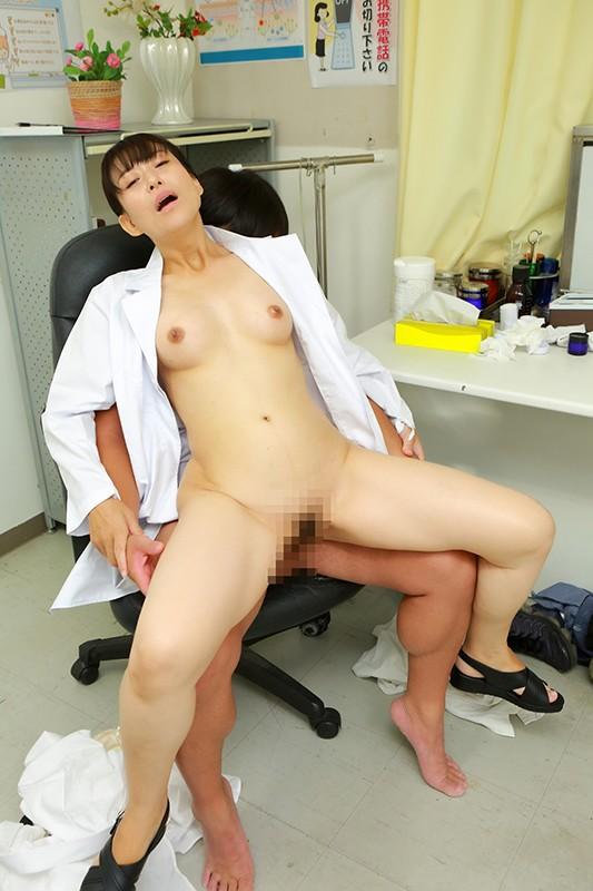 美人の先生がいる皮膚科に行って腫れたチンコを診てもらう流れでヌイてもらいたい(10)18