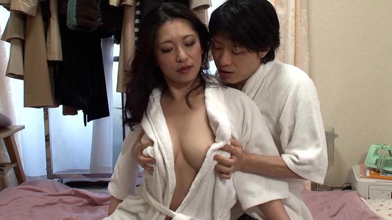 デカパイ熟女10人!乳房ブルンブルン鬼イ...