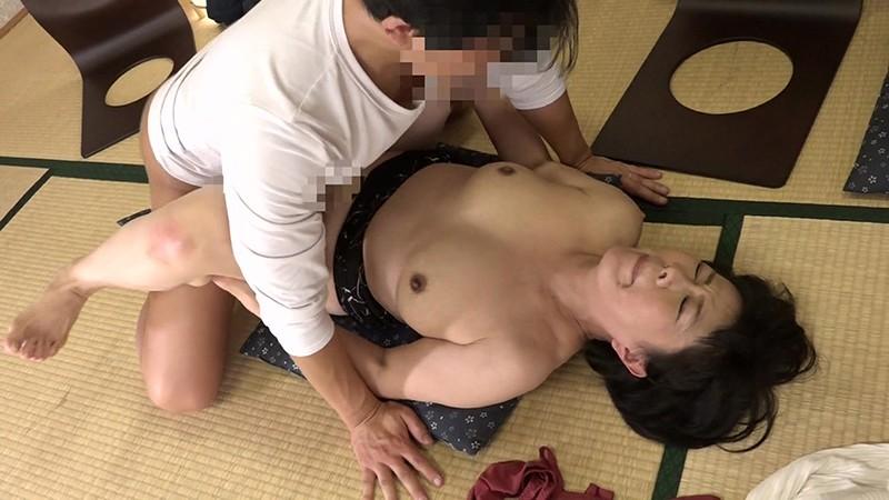 日本で一番スケベなおばさん・円城ひとみの11連続SEX!