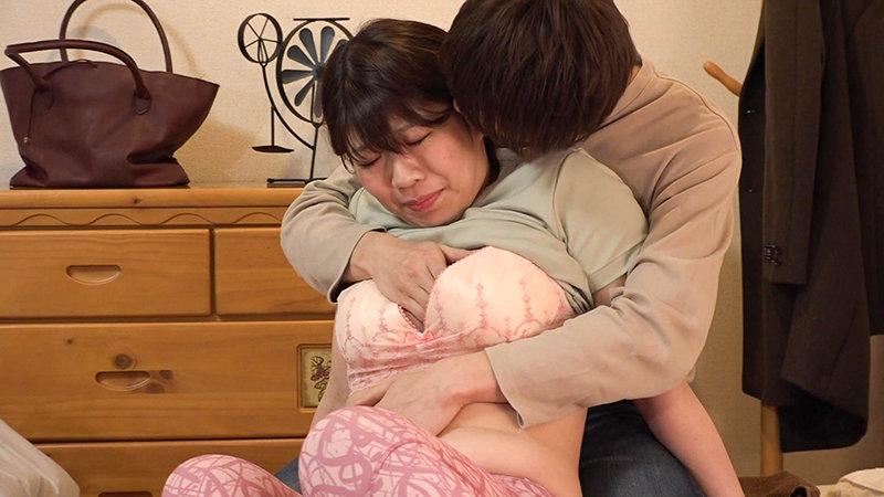 人妻訪問マッサージは割とお触りを許してくれるのでお願いしたら射精させてくれました!(3) キャプチャー画像 9枚目
