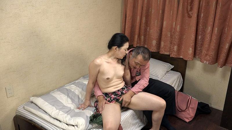 五十路・六十路熟女10人のねっとり性交(5)~いやらしすぎる腰使いがたまんねぇ~! 4