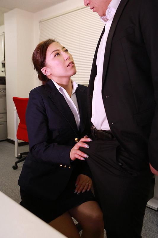 「こんなおばさんでも勃起してくれるの?」肉感的なカラダの四十路保険外交員が年下上司にそそのかされて中●しされちゃった 画像20