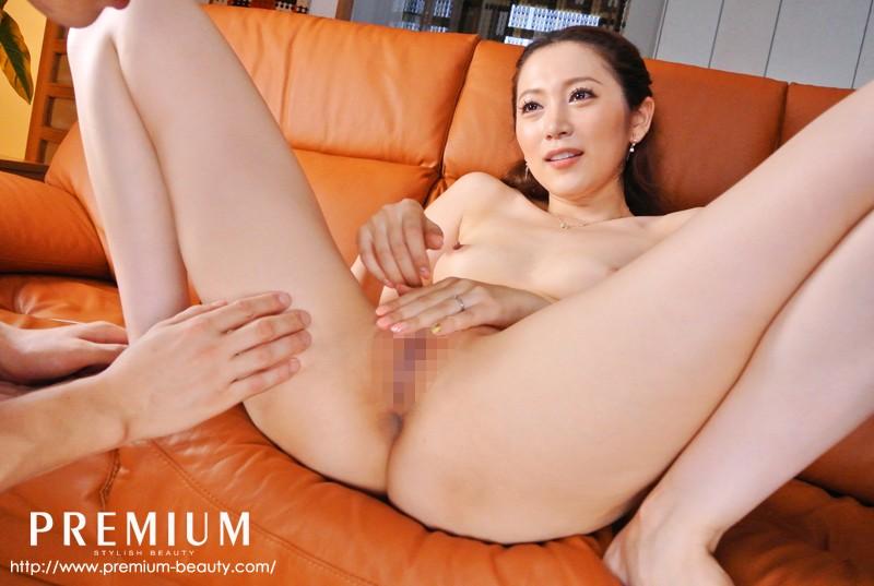 小川あさ美がオマ○コを童貞に見せる