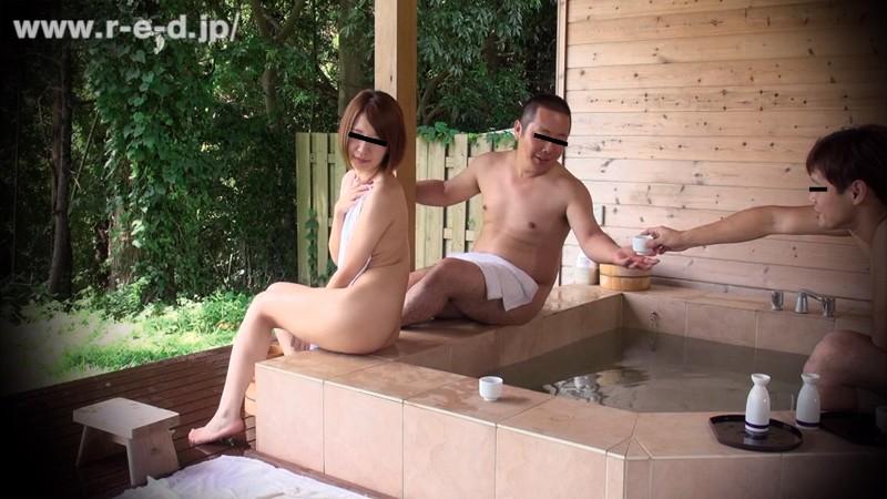 【素人】 山梨県・混浴露天風呂 露天風呂カップルの彼氏を眠らせデカチン18cmを彼女にみせつけたらヤレた!「観光ですか?いい湯ですよね よかったら地酒でもどうぞ」 キャプチャー画像 6枚目