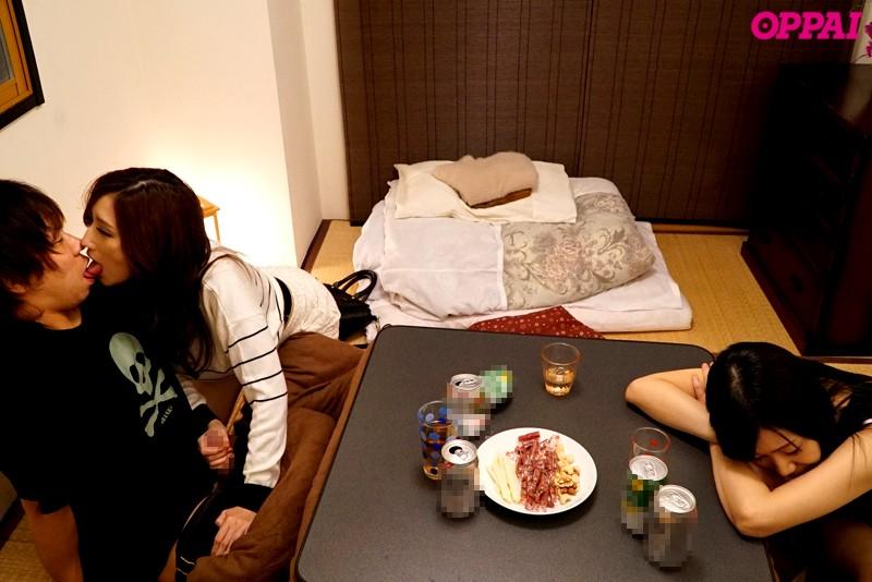 【寝取り・寝取られ】 親友からこっそり彼氏を寝取る巨乳でエッチな痴女お姉さん JULIA キャプチャー画像 4枚目
