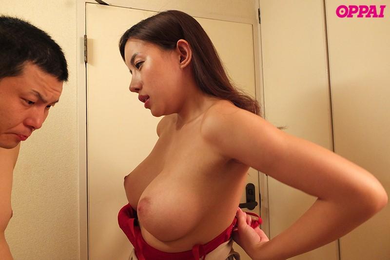 永井マリアの大きなおっぱいを見せる