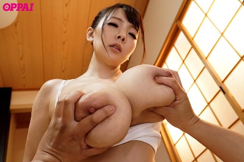 合宿先の旅館で巨乳先輩とまさかの相部屋… 朝まで汗だくになって何度も何度も中出しさせられた僕 Hitomi