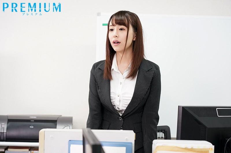 インテリ女上司の身代わりコスプレ中出し撮影会 宝生リリー キャプチャー画像 1枚目