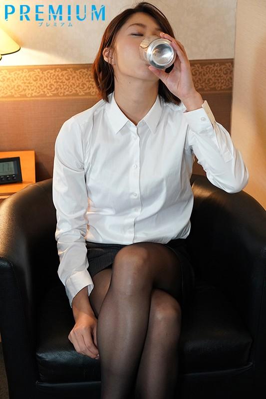 <出張最終日>女上司とまさかの相部屋 ねっちょり、ぐっちょり、ささやき中出しで朝まで痴女られた僕 竹内有紀