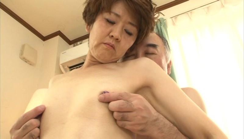 ガリガリAカップおばさん 感度抜群ボディ!びんびん勃起乳首を弄られ絶頂!