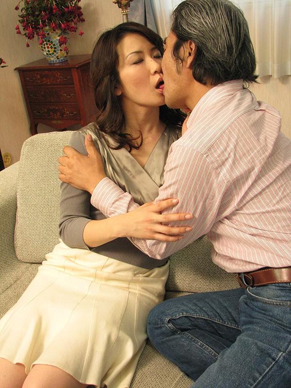 熟年夫婦のねっとり密着情交4時間9