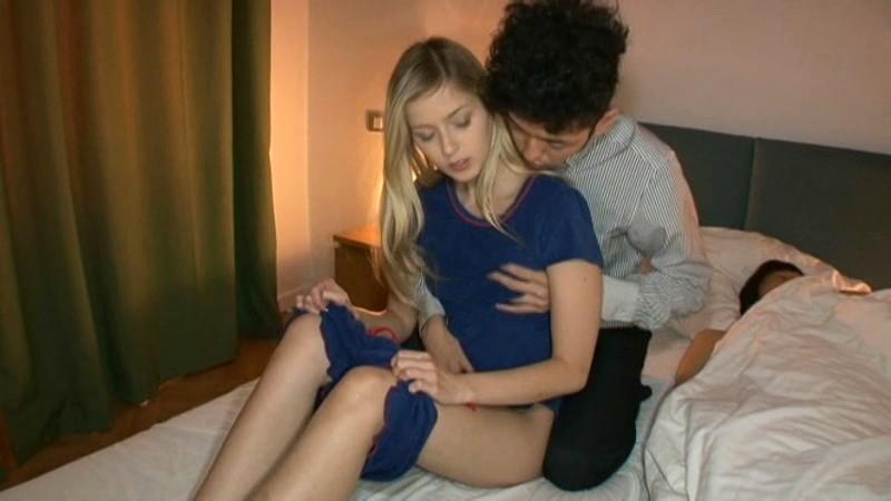 【外国人】グラマースレンダーな爆乳の美女白人の、フェラ寝取られ夜這い無料H動画!【美女、白人、人妻動画】