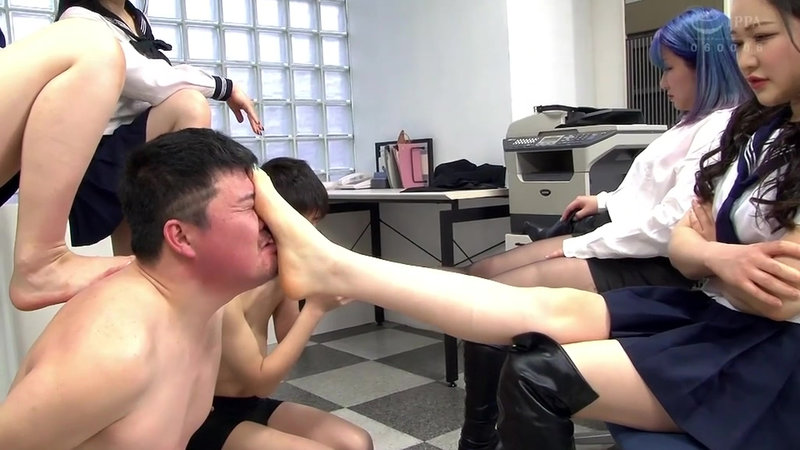 S女生徒会 集団脚責め