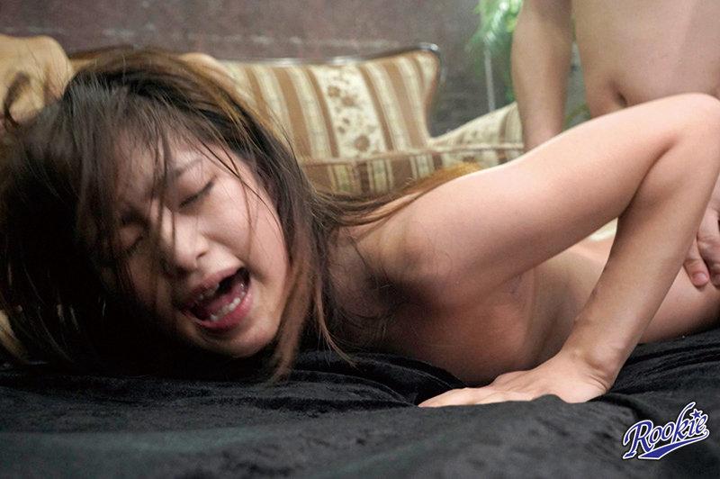 えっ、ウソッ!?いま中に出されたばかりなのにぃぃぃぃ!! 中出しされてまだマ○コがビクビク痙攣してるのに再びチ○ポを連続挿入!!子宮を精液で埋め尽くす追撃中出し8時間 画像5