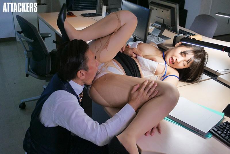 新卒で入社して以来ずっと可愛がってきた部下に恋人が出来たので無理矢理肉体関係を迫った。 小泉ひなた 画像9