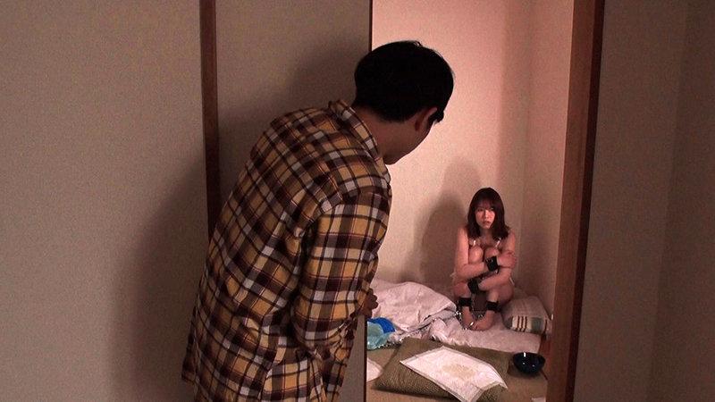 一人暮らしの兄に監禁されていたチ●ポを見るとスイッチが入るセックス中毒の女 あおいれな11