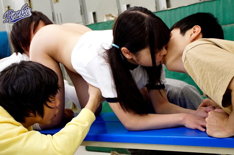 つるつるマ○コとつるつるチ○コの性交 中出し乱交せっくすでみんなに性教育!|無料エロ画像7