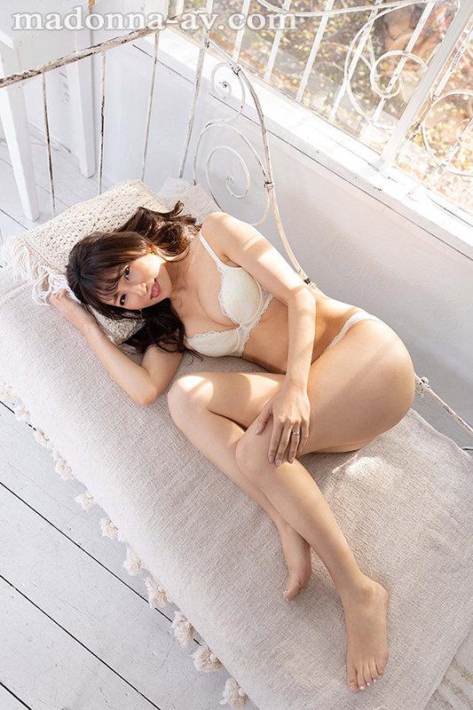 この美貌、この色気、ファーストクラス―。 元国際線キャビンアテンダントの人妻 坂井希 45歳 AVデビュー10