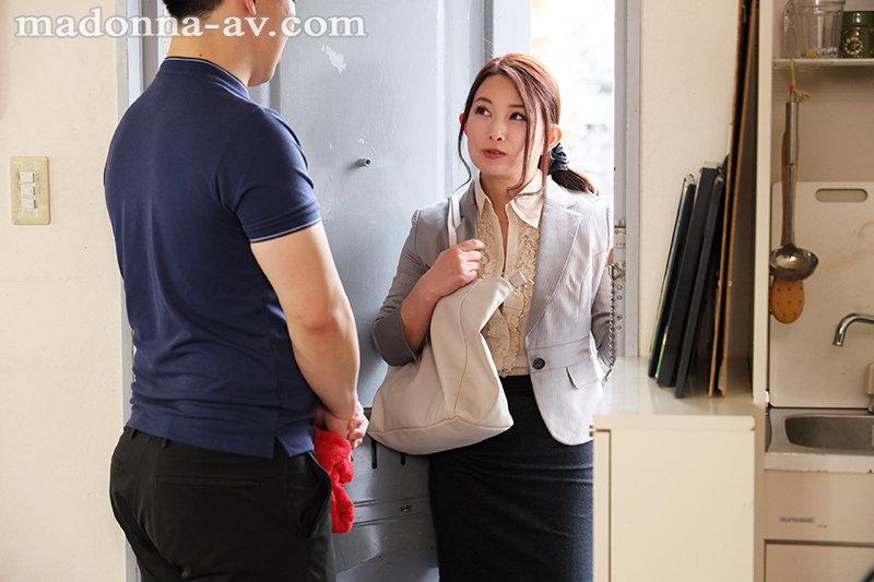 ワンランク上の存在感―。美熟女の象徴・一色桃子が、モンローへと電撃移籍!! オフィスでも、在宅勤務でも、僕はリモート会議中、女上司に痴女られ続けて―。 画像2
