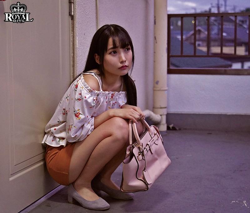 学校に近いからと僕のアパートに泊まる友達の彼女。勃起を誘う無防備なチラ見せに性欲が我慢出来ない。 枢木あおい