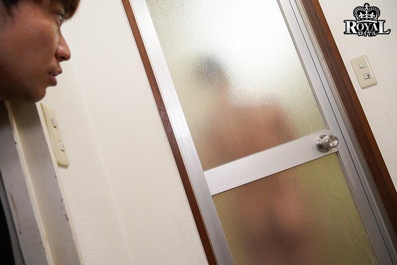 突然玄関前に現れたタオル一枚爆乳女子 「すみません…彼氏に追い出されちゃって…」助けてあげたらお礼にパイズリしてくれた。更にはそれでは終わらずに!? 神坂朋子 キャプチャー画像 6枚目